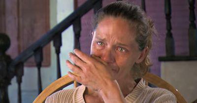 Nach einem Autounfall war sie allein, eingeklemmt und am Sterben