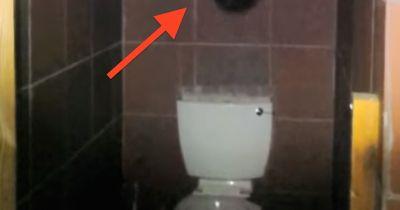 Jeden Tag ist die komplette Toilette verwüstet - niemand wusste warum!