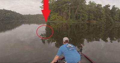 Dieser Mann wollte nur angeln. Aber was er dann entdeckt, wird dich umhauen