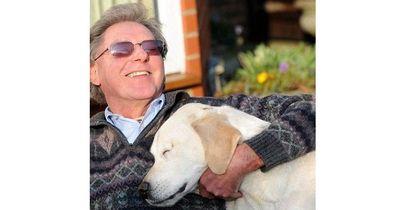 Dieser blinde Mann hat einen ausgebildeten Blindenhund... doch dann der SCHOCK!
