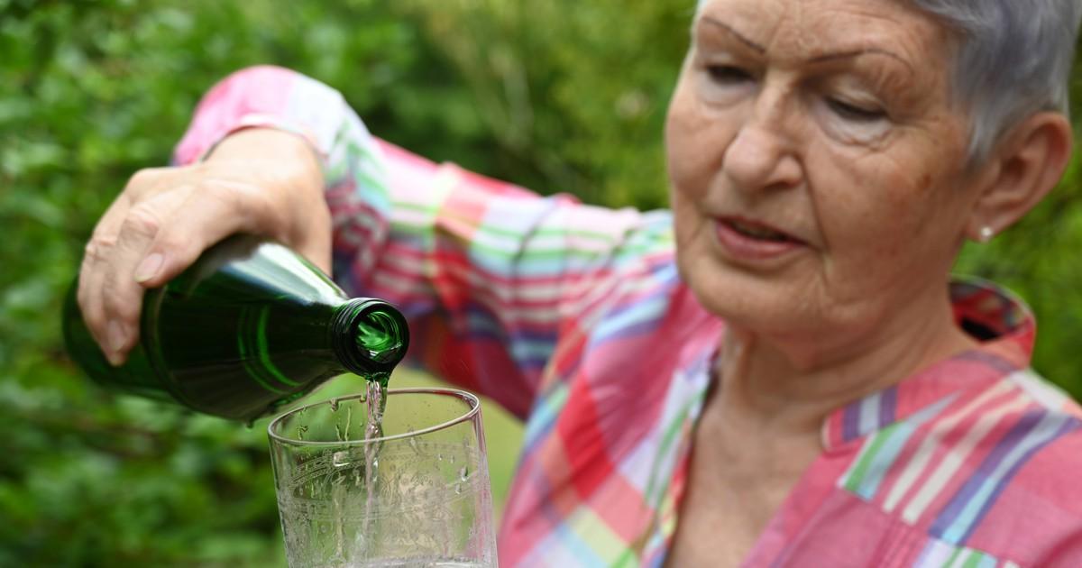 Rätsel: Wie viele Minuten würde es dauern, bis die Flasche voll mit Bazillen ist?