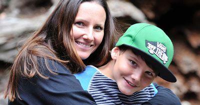 Eine Mutter verbietet ihrem Sohn, beim Schulausflug mitzumachen...