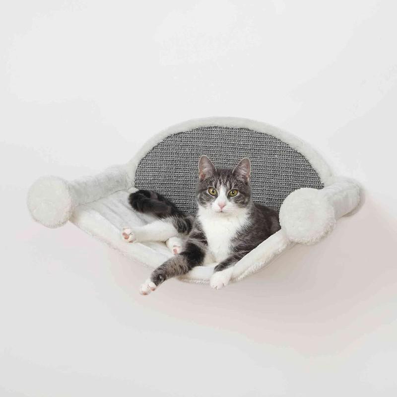 Eine Katzenhängematte ist der ideale Ort, wenn Katzen mal die Seele baumeln lassen wollen