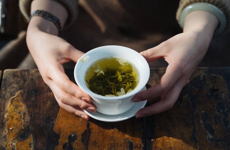 Auch Tee kann giftig für Katzen sein.
