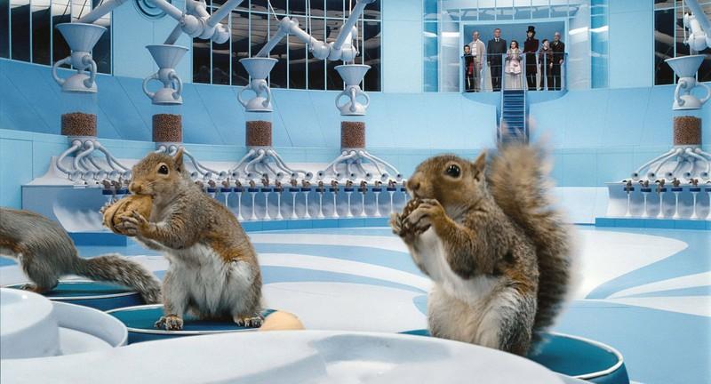 In Charlie und die Schokoladenfabrik tauchen dressierte Eichhörnchen auf