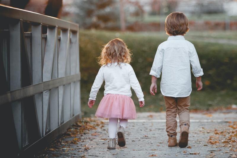 Manche Kinder laufen von zu Hause weg, um länger spielen zu können.